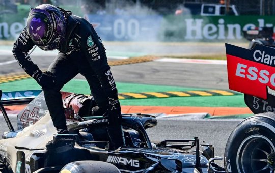 Marko: «Mercedes montó un espectáculo con Hamilton»