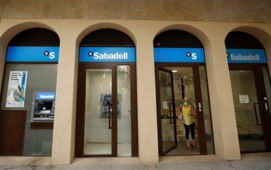 Sabadell ofrece reducir los recortes de empleo en 200 puestos, hasta 1.730