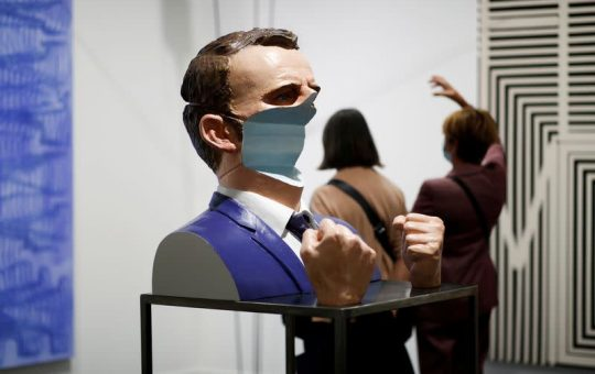Feria de arte de París vuelve a la carga tras pausa por la pandemia
