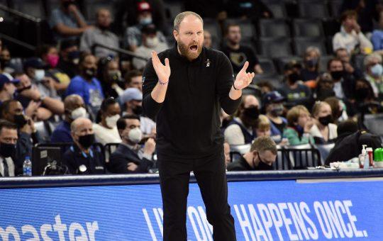 Grizzlies' Brooks to miss start of season due to broken hand