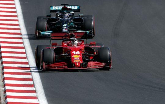Un Ferrari se cuela en la fiesta